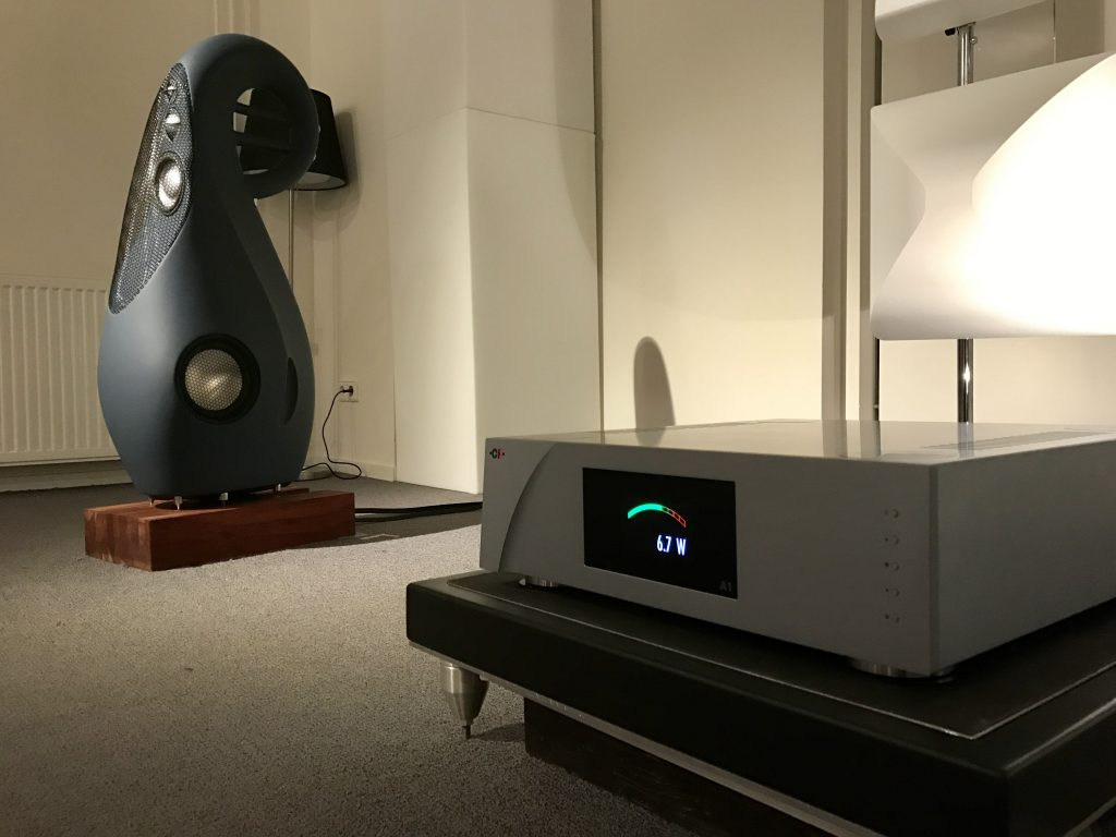Vivid Audio G4 en CH Precision A1