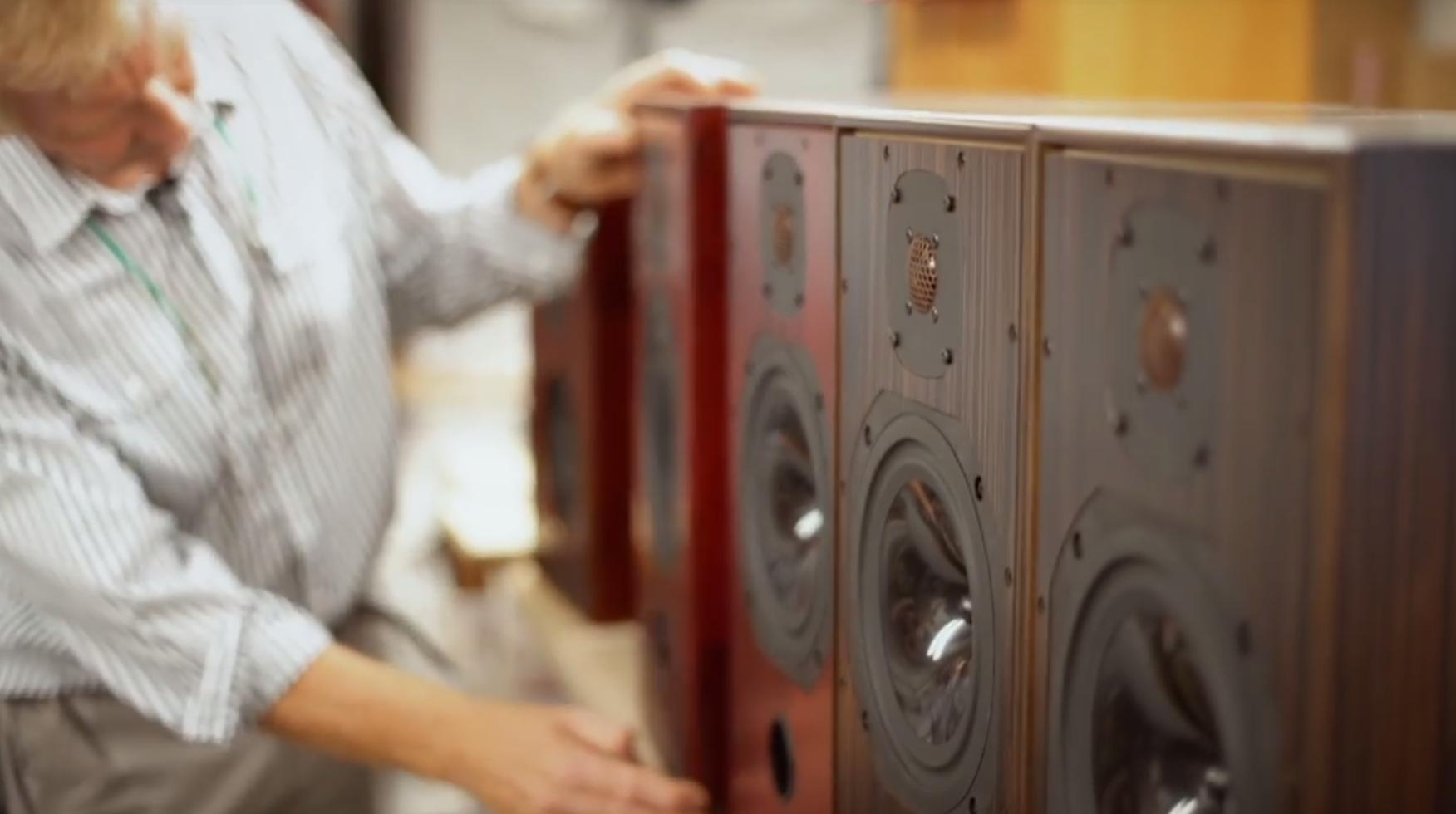 Harbeth fabrieksbezoek door Spitfire Audio